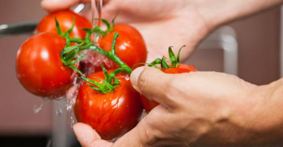 This Simple Trick Removes Pesticides From Fruit And Vegetables (Works On Organic Too)