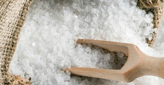 20 Uses For Epsom Salt (Why It Should Be in Your Home, Bathroom & Garden)