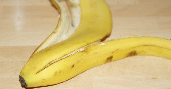 8 Creative Healthy Reasons To Never Throw Your Banana Peel Away